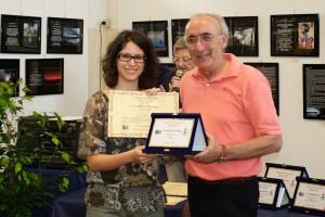 Marta Fumi premiata da Giuseppe Gironi Presidente del fotogruppo
