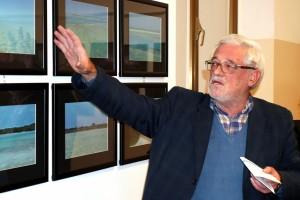 Il prof. Silvano Valentini illustra le opere