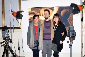 L'artista con le sue modelle Maria Zamora e Jenny Battaglino