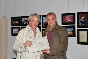 Pino Sacheli ritira il premio per il fratello Renato