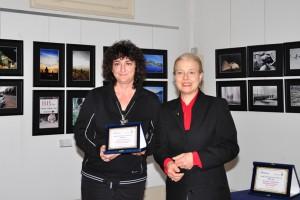 Daniela Coluccia riceve il premio dal Sindaco Giovanna De Capitani