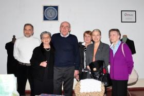 Foto di gruppo con le maestre, il Sindaco e i membri di Effeotto
