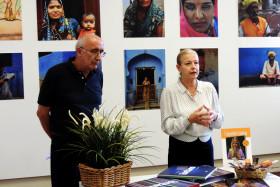 Il Presidente del fotogruppo Giuseppe Gironi ed il Sindaco Giovanna De Capitani
