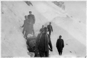 Trasporto di un soldato ferito