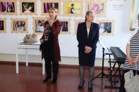 La porfessoressa Maggioni illustra il lavoro dei suoi alunni
