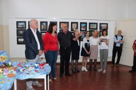 Le insegnanti di sostegno Luzzara e La Marca illustrano il lavoro svolto con gli alunni della Scuola Potenziata