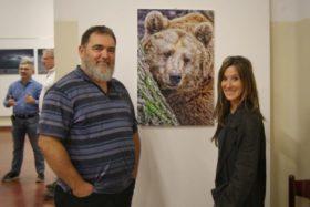 Roberta Castiglioni accanto al suo orso (con la partecipazione di Massimiliano Orpelli)